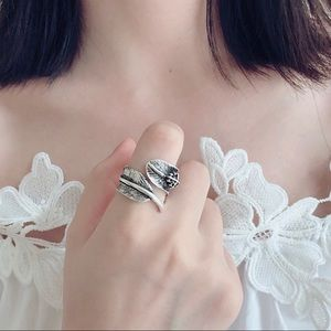 Jewelry - Vintage look  925 Sterling Silver Feather Ring.